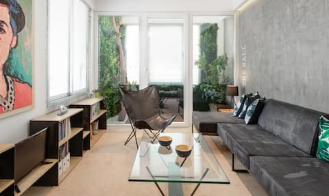 train station &nightlife close/apartment with view