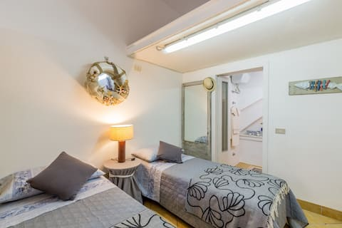 Independent room in the heart of the city