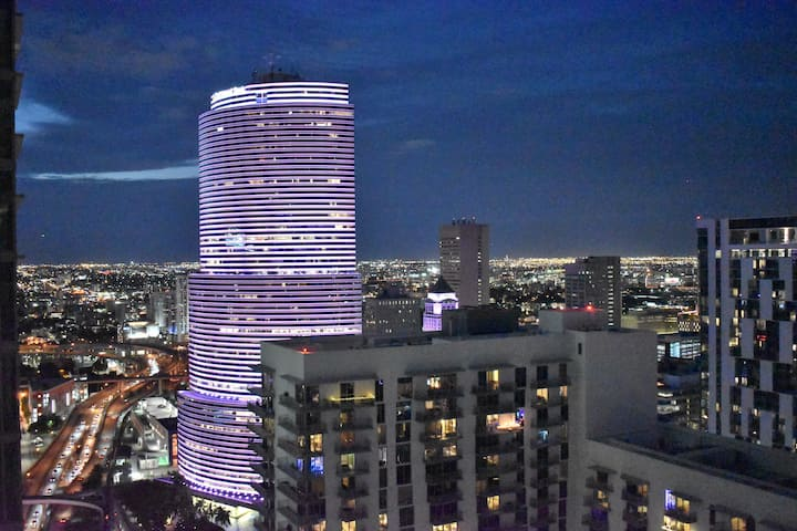 Luxury High Rise | 1 BR | DT Miami | 28+Floor View