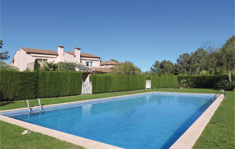 Holiday cottage with 4 bedrooms on 150 m² in Bonmont Terres Noves