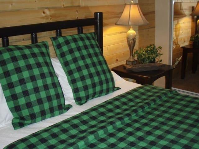 Guest Room 2-Queen Bed