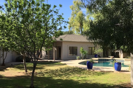 Clean, Cozy Casita with Pool - Tempe