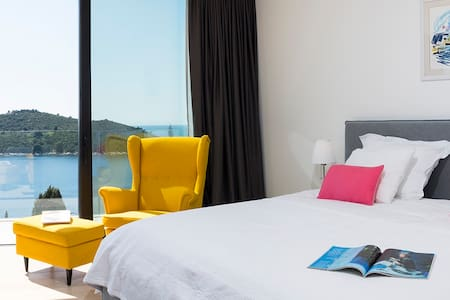 Bedroom with amazing views to the Lokrum island and sea