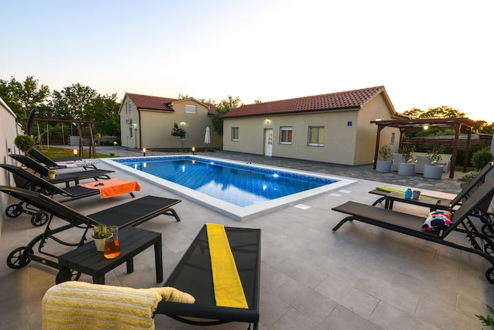 Nova apartments A2 with large shared swimming pool