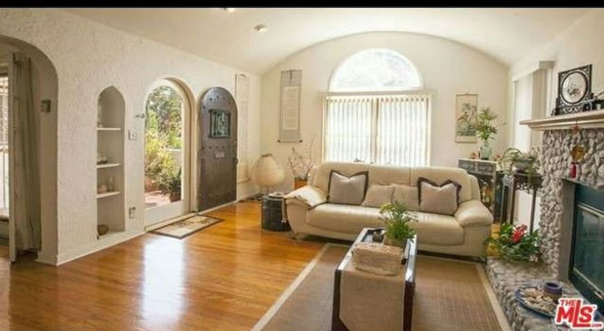 DEAL SALE Affordable West LA  Luxury house w/ Pool
