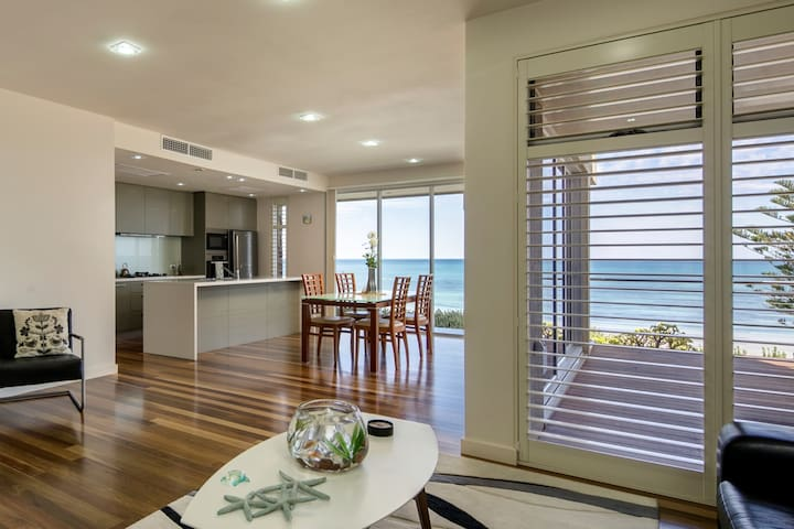 Glenelg Beachfront - One Of Only Two Homes