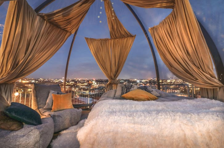 "Welcome to ""luxury camping"" in the ❤️ of Oslo center! Here you can fall asleep underneath the stars with a SPECTACULAR panoramic view of the city :D This is truly a one-of-a-kind experience you won't forget!"
