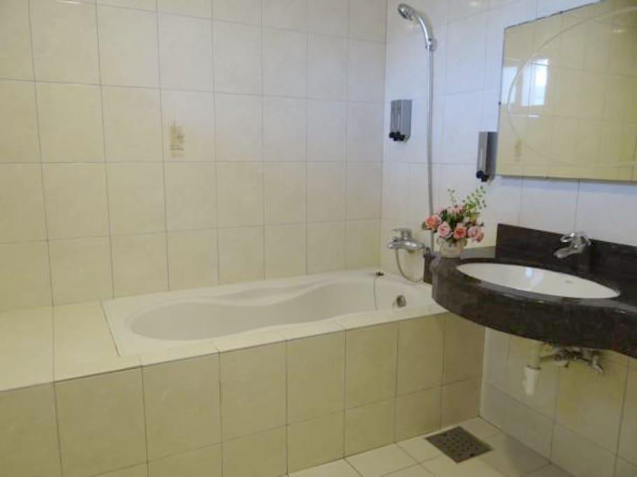 浴室(有浴缸)