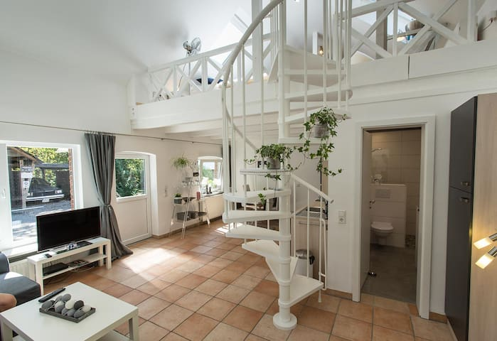 Loft-Wohnung +Garten + Kamin im 100 J. alten Haus