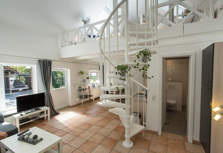 Land - Loft-Wohnung + Kamin + Garten / Homeoffice