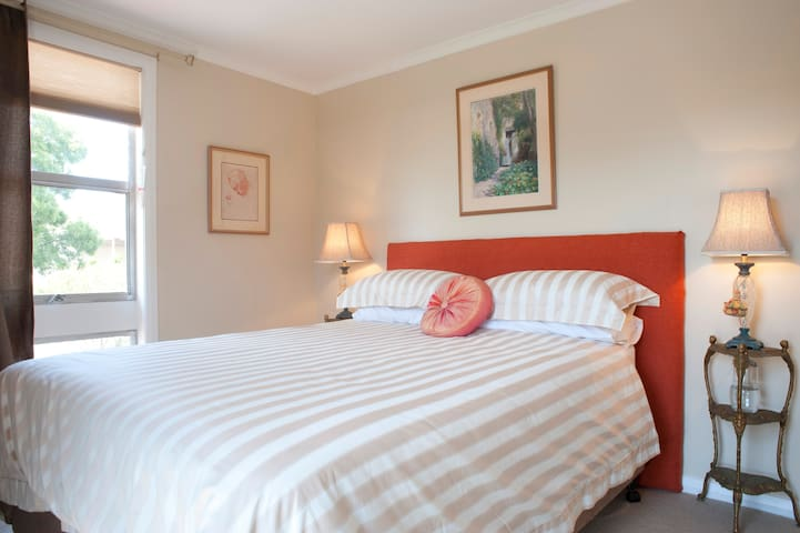 The queen-sized bed features a comfort-top mattress, crisp bed linen, hotel pillows, and an electric blanket to keep you warm and snug.