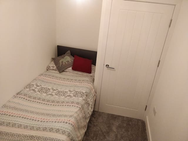 Super cheap spare bed in new house close to city