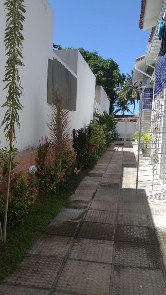 Jardim-Corredor externo dos duplex