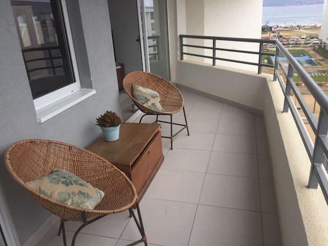Terraza con acceso a living y dormitorio 1, con vista al mar