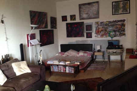 Cozy and artistic Appartment. - Dbayeh - Lägenhet