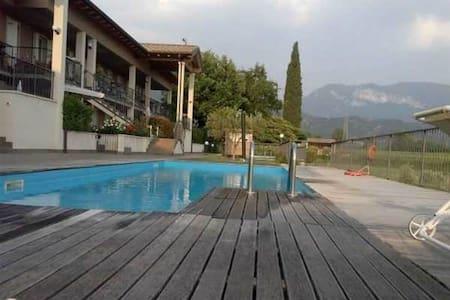 residence con piscina - Caprino Veronese
