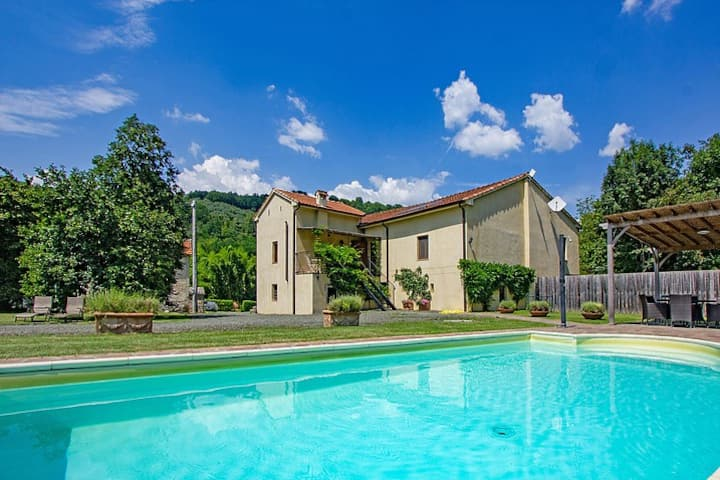 Villa Girasole lovely stone house with pool