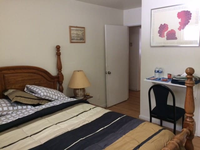 Room w/ King bed near 3 Ski Resorts and Lake