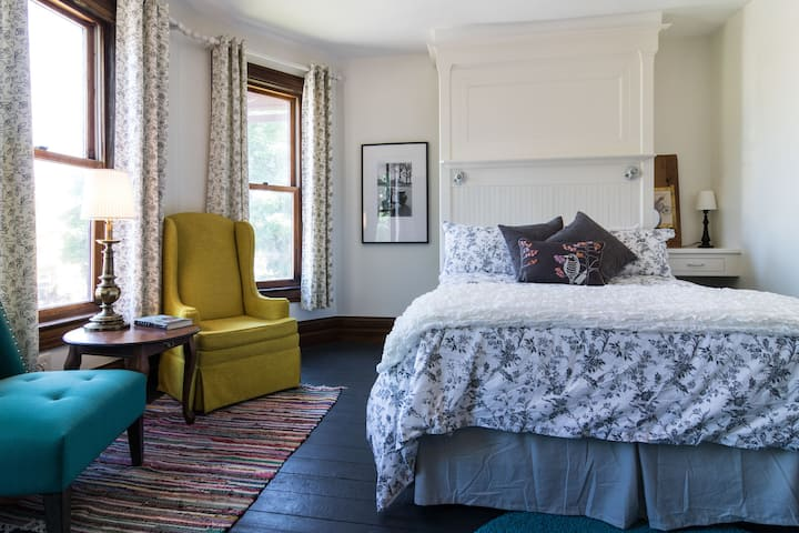 iKlektik House // *Bagley Room