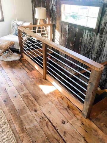 Studio in The Barn, queen size bed!