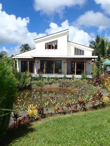 Kendi's Beach Garden - House for 6
