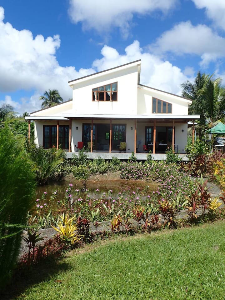 Kendi's Beach Cottage - House for 6