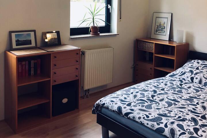 Schönes, helles Zimmer mit guter Messeanbindung