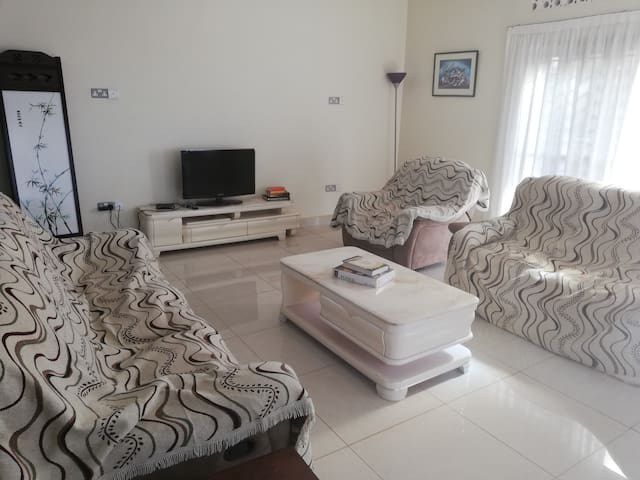 Two bedroom Apartment, cosy view of Lake Victoria