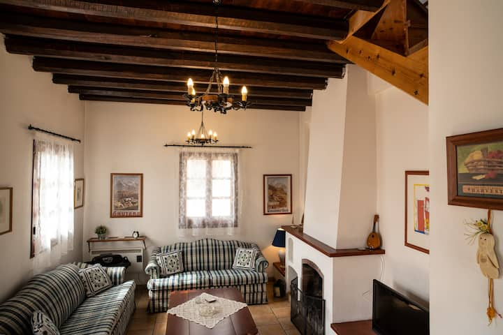 'Ortansia' traditional cosy house