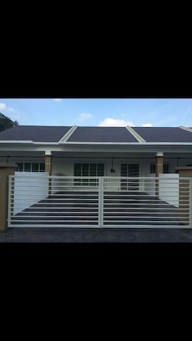 Homestay hulu langat(spacious)RM250 - Hulu Langat - House