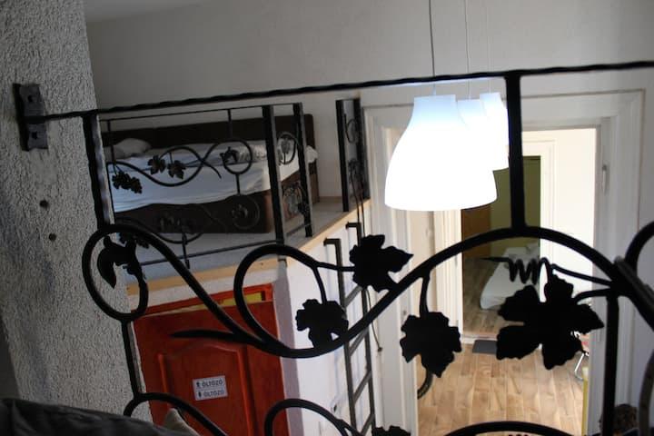 Mászófal-lakás