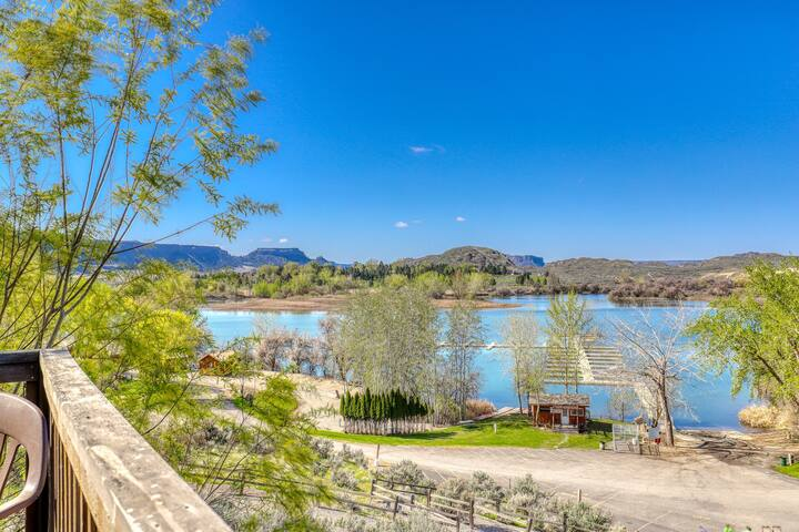 Dual level villa w/beautiful lake views from the furnished balcony!