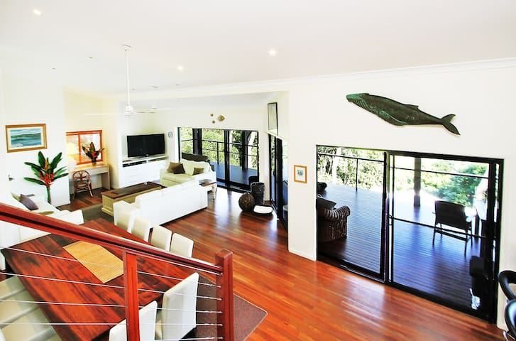The Cowries - Luxury home with unexpected extras!! - HAMILTON ISLAND - House