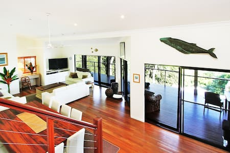The Cowries - Luxury home with unexpected extras!! - HAMILTON ISLAND