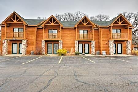 2BR Utica Villa w/ Resort-Style Amenities! - North Utica
