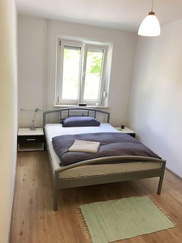 Ruhiges + helles Zimmer *neu* im Stadtzentrum