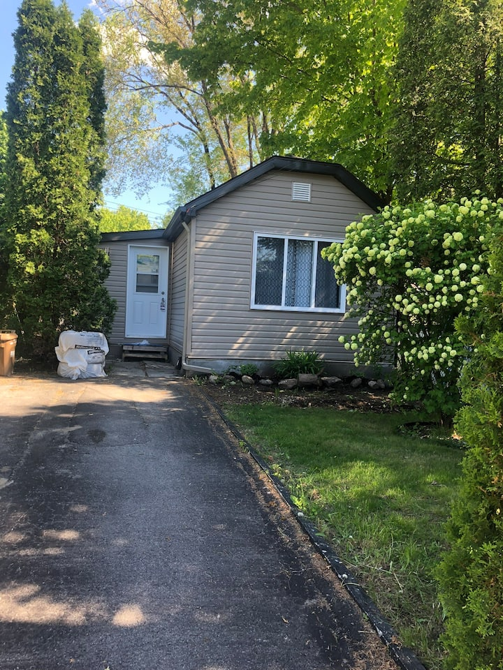 Small  single house in the heart of Vaudreuil