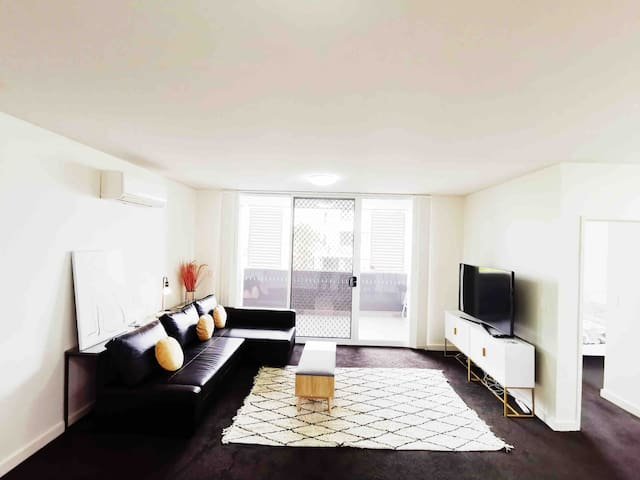Modern Spacious Luxury Apartment Great Location