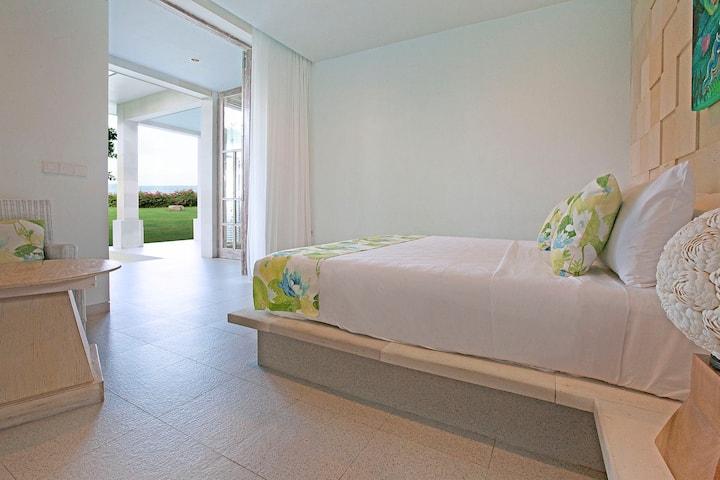 Amed BeachFront Villa - Casa Felix