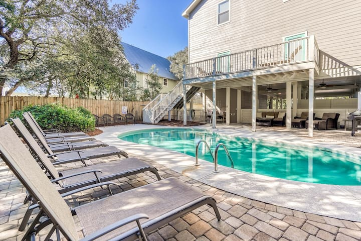 Sweet Magnolia- Gorgeous 4 Bedroom 4.5 Bath, Heated Pool, Outdoor Shower + Fire Pit