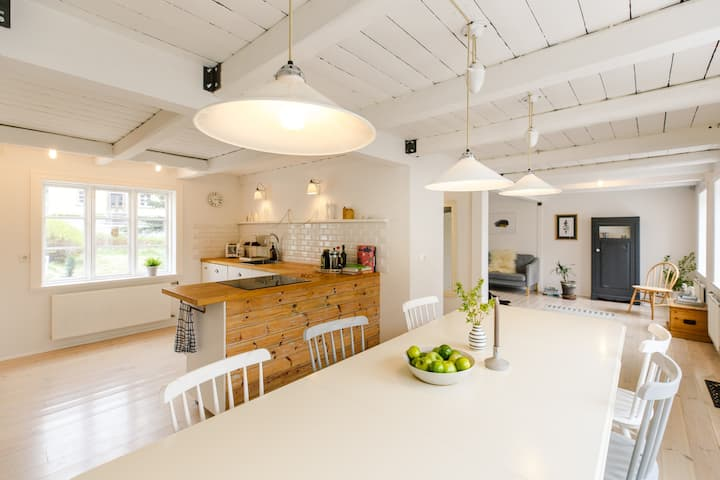 Beautiful bright & embracing villa in the old town