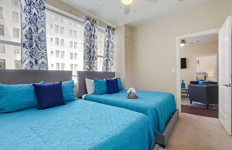 NOLA   Great 2 Bedroom Condo near French Quarter!!