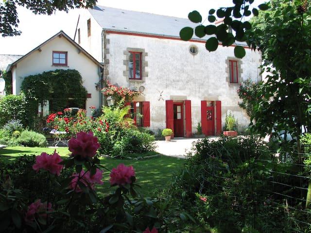 Au CALME, GRANDE Maison FAMILIALE, Plage 5 min - Guérande - House