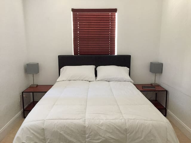 Private bedroom within walking distance of 5th Ave - Neapol - Byt