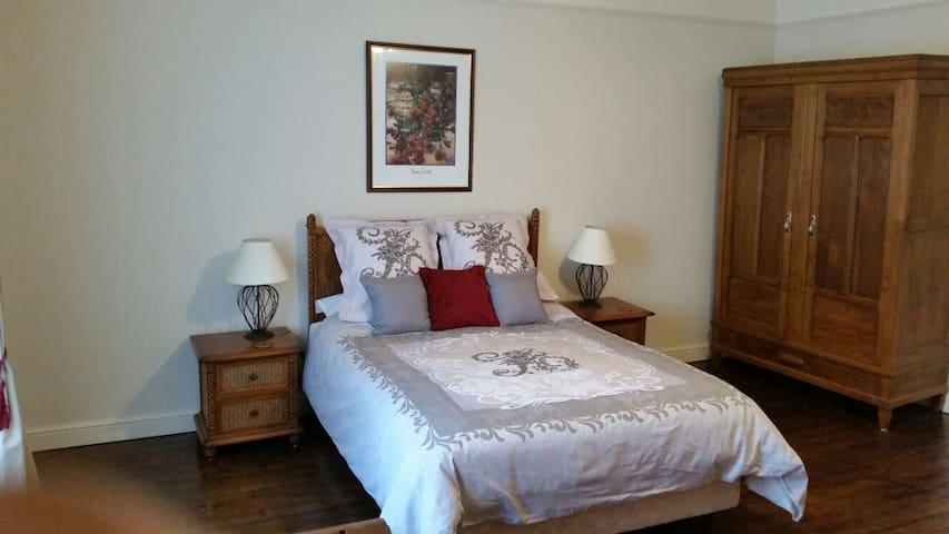 Beautiful village bed & breakfast accommodation - Saint-Mathieu