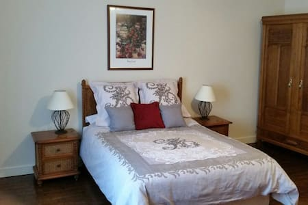 Beautiful village bed & breakfast accommodation - Saint-Mathieu