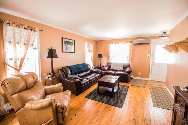 2 Bedroom House - Family getaway