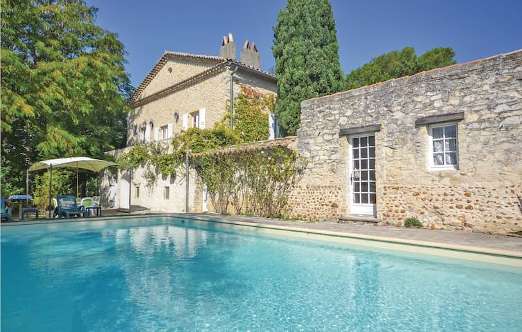 Holiday cottage with 4 bedrooms on 352m² in St Marcel les Sauzet