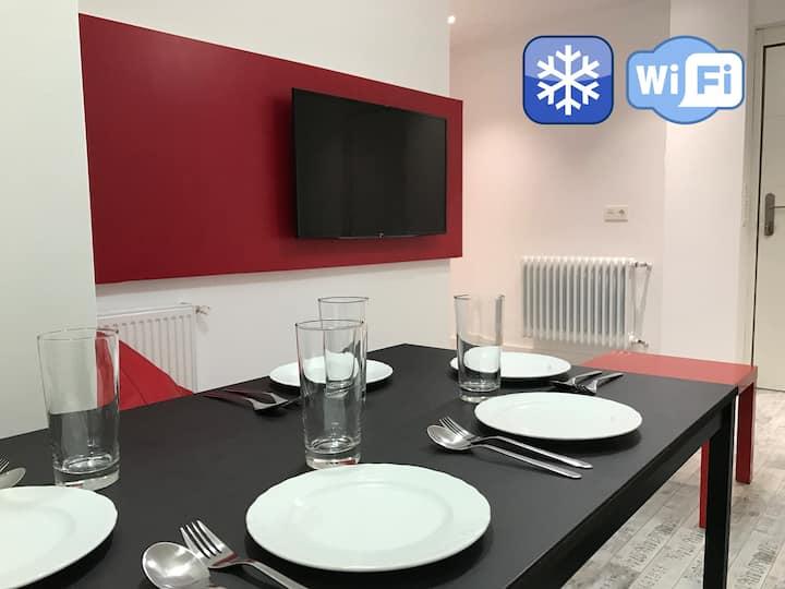 Smart-Tech Plaza Apartment: Apartamento de Diseño