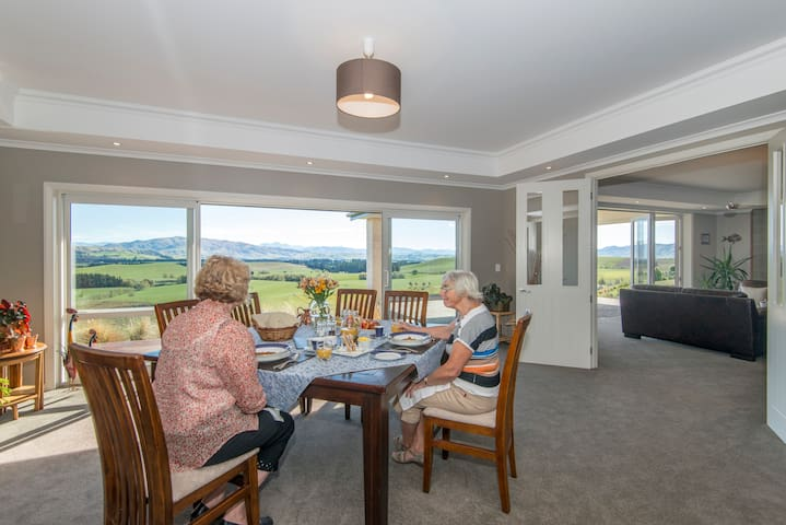 Ribbonwood's dining room table can comfortably seat 8 people together.  Your room rate includes a continental breakfast.  A cooked breakfast is an option if you would like for $15NZD extra per person.  Evening dining is available by prior arrangement